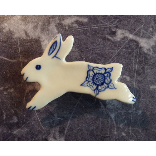 Pretender To The Throne Hare ceramic brooch 011