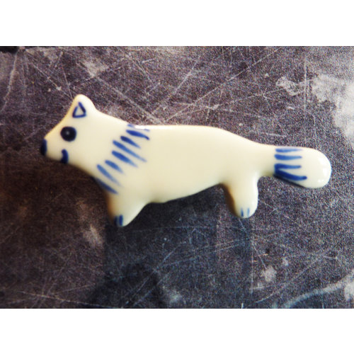 Pretender To The Throne Mini ceramic fox brooch 004