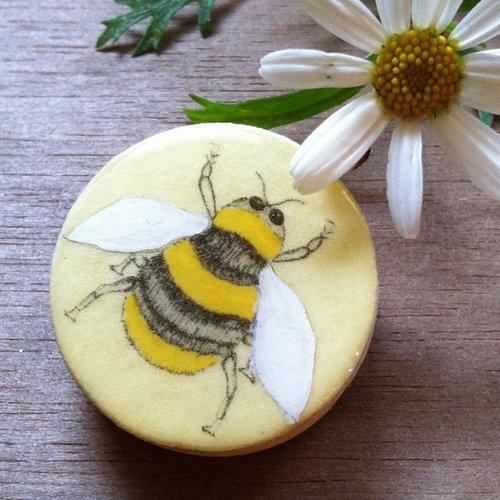 Leigh Shepherd Designs Bee Draughts Piece Brooch on card  61