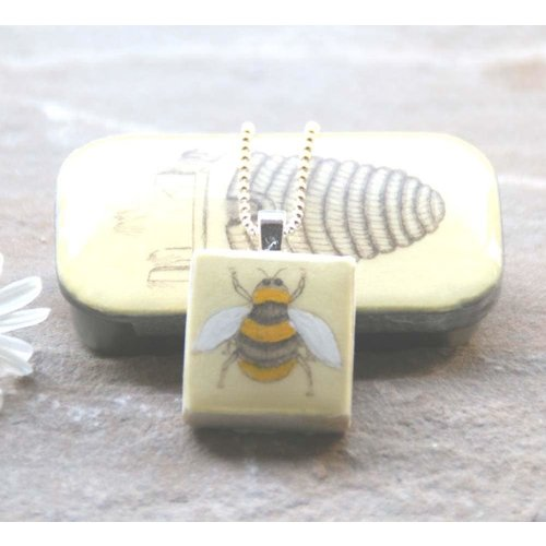 Leigh Shepherd Designs Bee Scrabble Tile U in Tiny Tin 47
