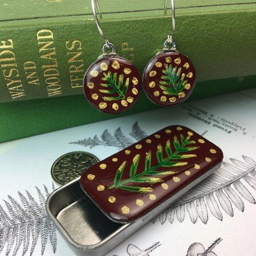 Leigh Shepherd Designs Pendientes Woodland Burbundy sixpence en Tiny Tin 42