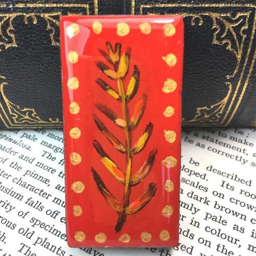 Leigh Shepherd Designs Woodland Red Domino Brooch en tarjeta 53