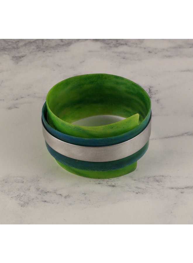 Greens verstellbarer Armreif aus recyceltem Aluminium und Kunststoff 17