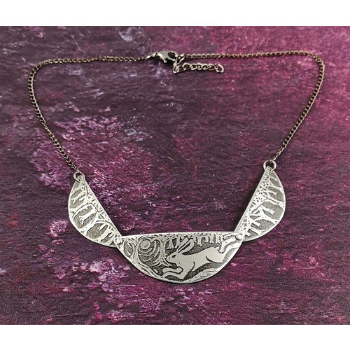 Anna Roebuck Scollop Running Hare metal dark  necklace 36