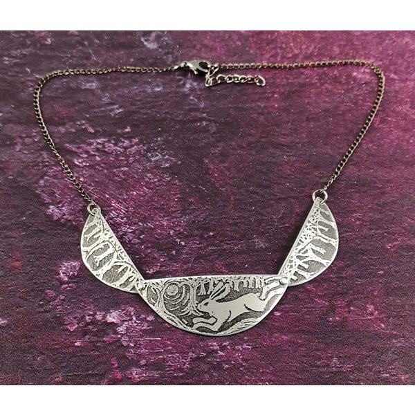 Scollop Running Hare metal dark  necklace 36