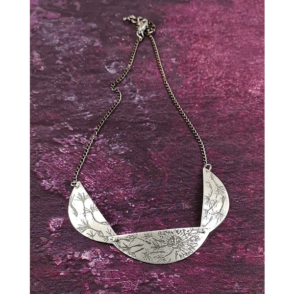 Scollop Dandelion light metal  necklace 35