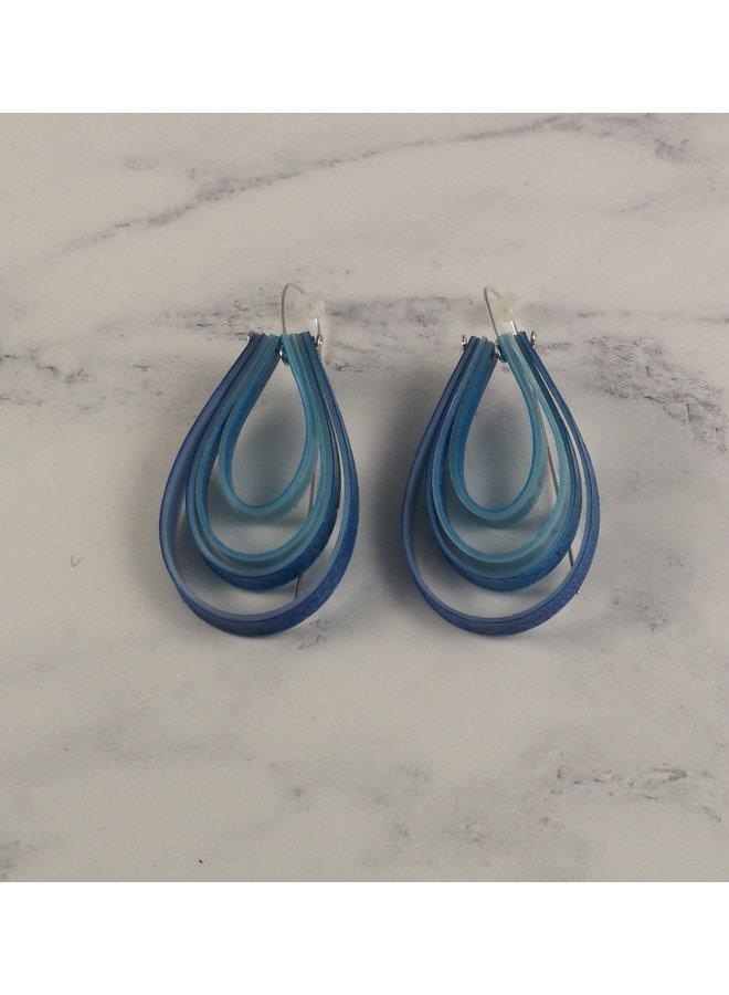 Überlagerte tropfenförmige lange blaue Hakenohrringe 66