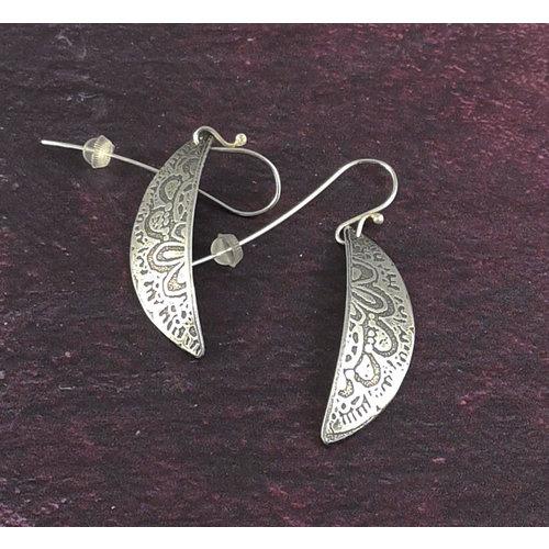 Anna Roebuck Spitze Blume Metall leichte Hemisphäre lange Haken Ohrringe 49