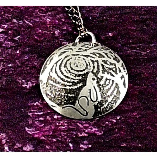 Anna Roebuck Hare moongazing colgante de cúpula oscura de metal 41