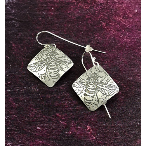 Anna Roebuck Bee metal light squarelong hook earrings 52