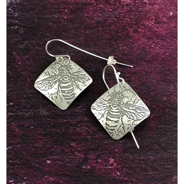 Bee metal light squarelong hook earrings 52