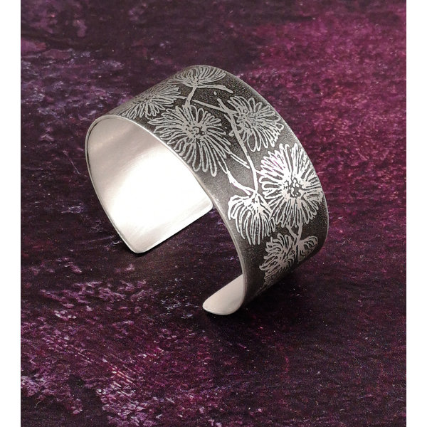 Bangle cuff Daisy Chain dark metal 26