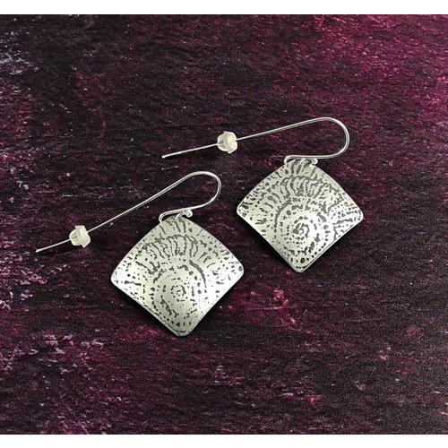 Anna Roebuck Ammonit Metall leichte rechteckige Haken Ohrringe 53