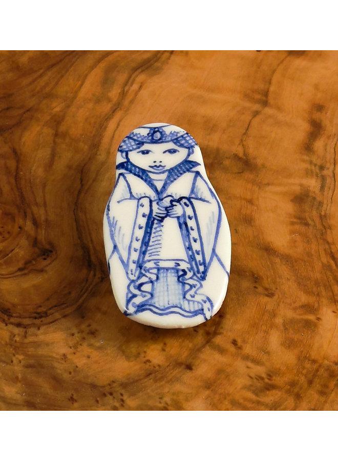 Kostümpuppe mit Juwel Keramikbrosche 114