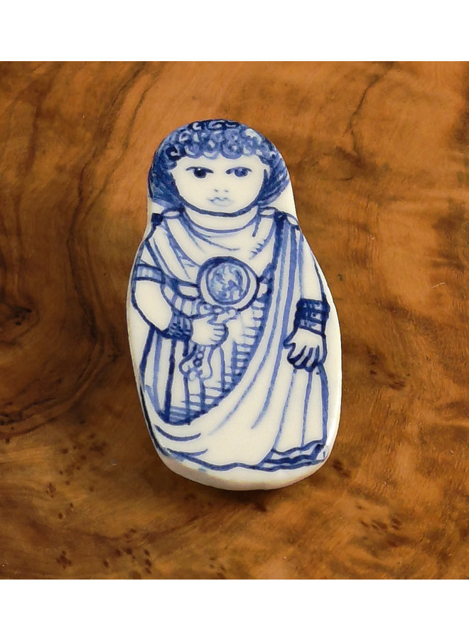 Kostümpuppe in Toga Keramik Brosche 109