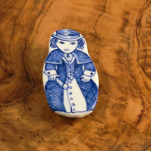 Pretender To The Throne Costume doll in cape ceramic brooch  112