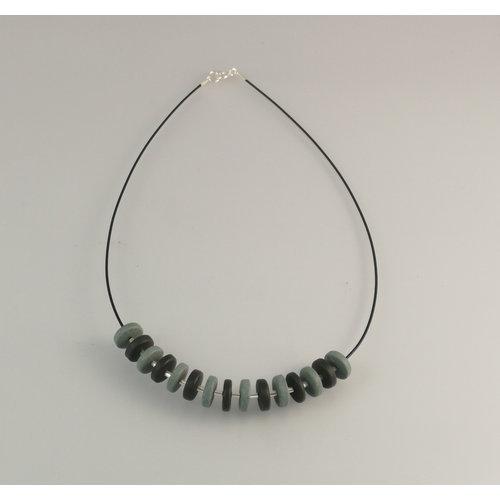 Slate & Silver Rondel de pizarra con collar de perlas de plata 24