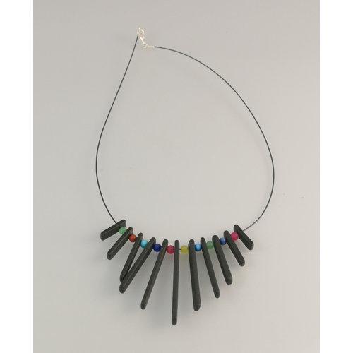 Slate & Silver Franja de varillas de pizarra con collar de perlas semipreciosas 25