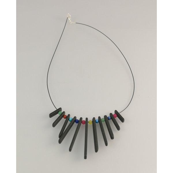 Franja de varillas de pizarra con collar de perlas semipreciosas 25