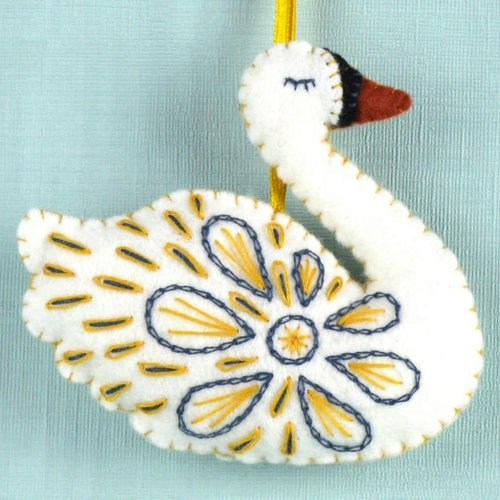 Corinne Lapierre Swan a-Swimming Felt  Craft Mini Kit