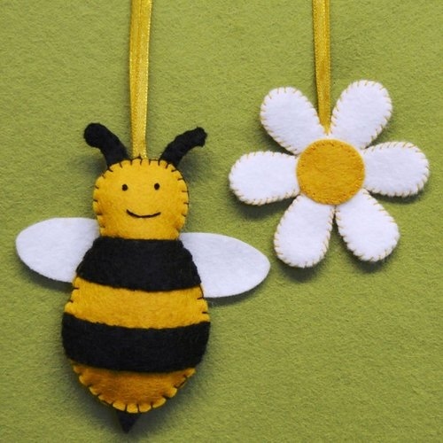 Corinne Lapierre Bee and Flower Felt  Craft Mini Kit