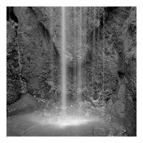Peter Defty Wasserfall, Hiroshima, Japan - Elemente der Landschaftsserie