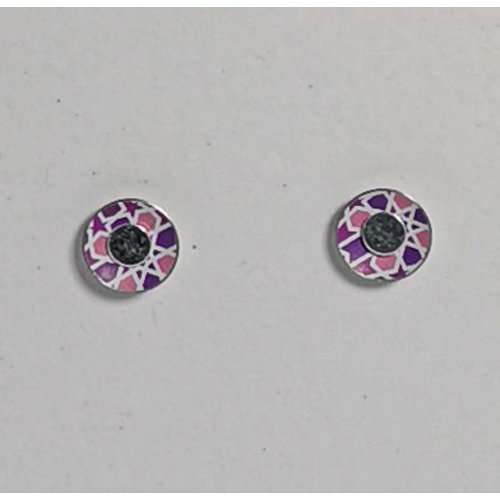 The Tinsmith Winzige pinke Zinnohrstecker mit geometrischem Muster und Silber 17