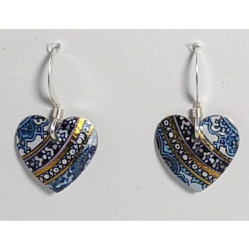 The Tinsmith Pendientes con forma de corazón y gancho de plata 06