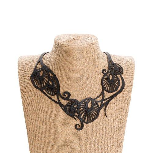 Paguro Leaf.Art Nouveau Recyled Rubber Halskette 58