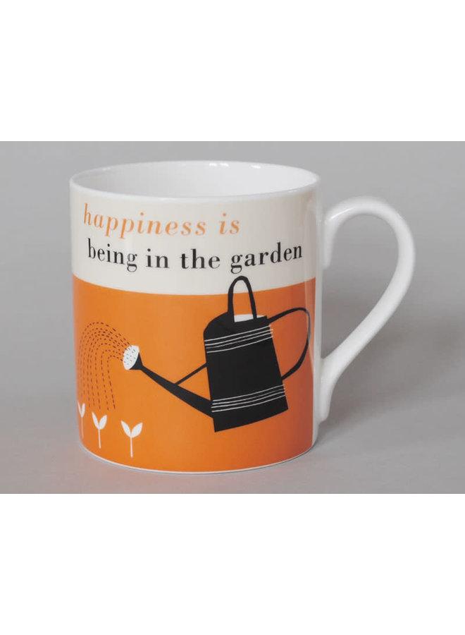 Glück-große Tasse, die Orange 119 im Garten arbeitet