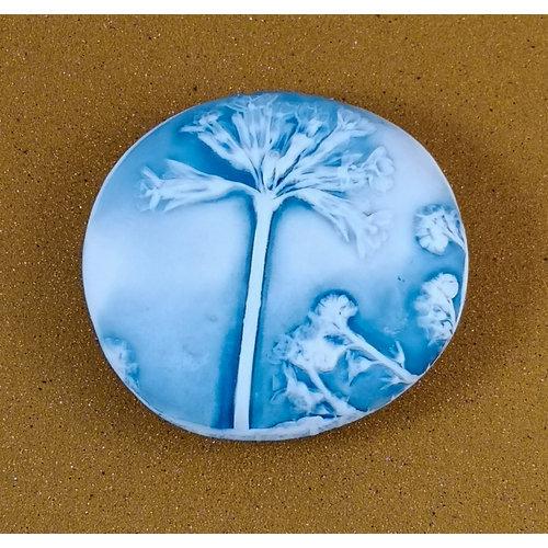 Clare Mahoney Doppelseitiger Prüfstein Medium 051 aus geprägtem Porzellan