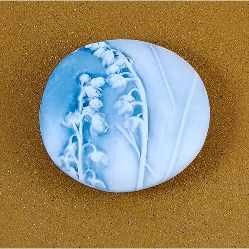 Clare Mahoney Doppelseitiger Prüfstein Medium 060 aus geprägtem Porzellan