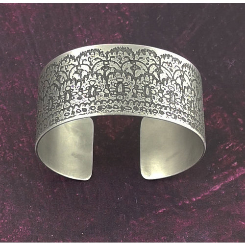 Anna Roebuck Bangle cuff Lace Frilly  light metal 71