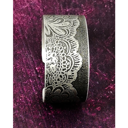 Anna Roebuck Bangle cuff Lace Flower dark metal 73
