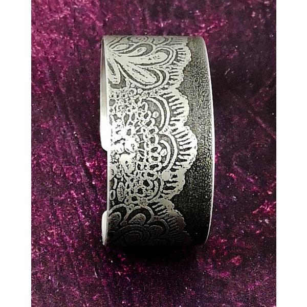 Armreif Manschette Lace Flower Dark Metal 73