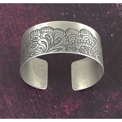 Anna Roebuck Bangle cuff Lace Flower light metal 74