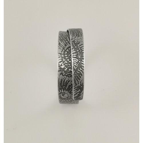 Anna Roebuck Overlap Cuff Ammonite dark metal 79