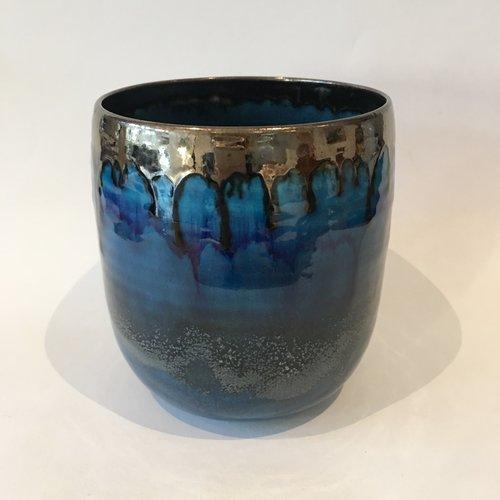 Gabi Komar-Dixon Cuenco alto de barro azul y bronce 09