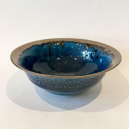 Gabi Komar-Dixon Cuenco alto de barro azul y bronce 10