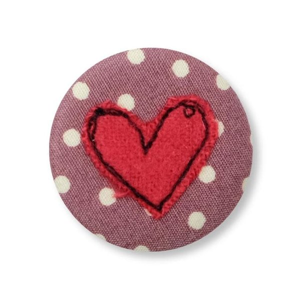 Insignia / broche bordado de corazón 10