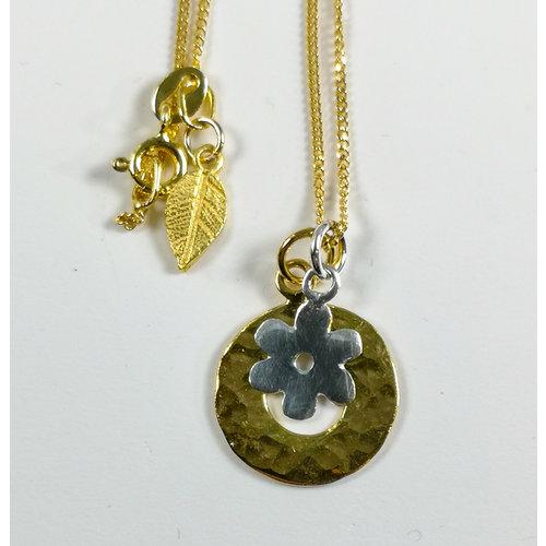 Lime Tree Design Collar de margaritas de plata con círculo martillado vermeil dorado 51