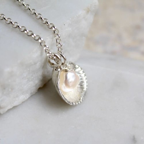 Lime Tree Design Venus Shell and Pearl silver necklace 52