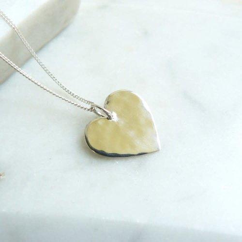 Lime Tree Design Collar de plata martillada corazón 54