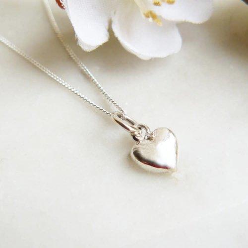 Lime Tree Design Pequeño collar de plata con dije de corazón 55