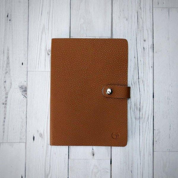 Cuaderno Nicobar Vegan Tan con cierre de papel 004