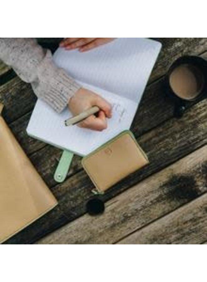 Nicobar VeganRed Notebook mit Verschlusspapier 039