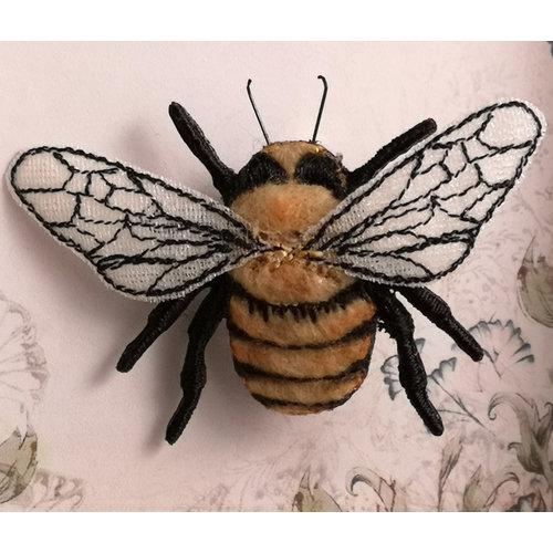 Vikki Lafford Garside Broche bordado Carder Bee común 071