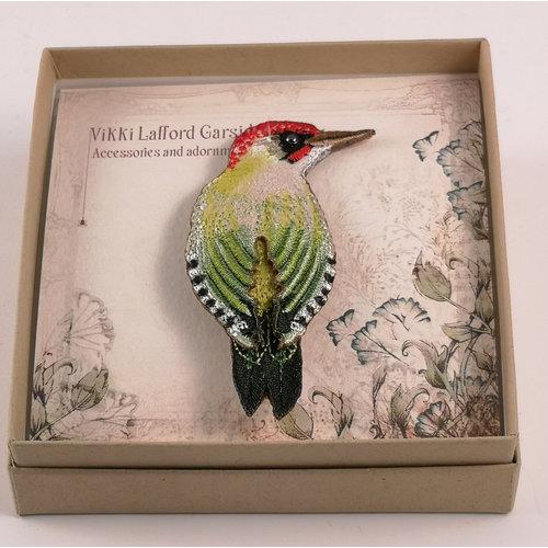 Vikki Lafford Garside Broche bordado pájaro carpintero verde 073