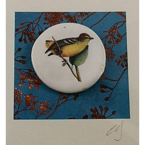 Caroline Barnes Firecrest bird handmade card with decorative ceramic disc 004