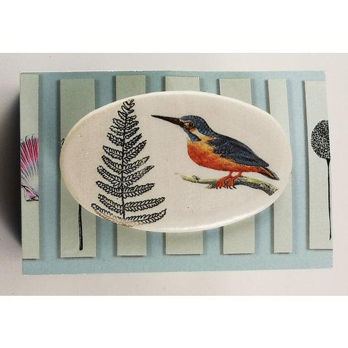 Caroline Barnes Kingfisher and fern oval ceramic pin brooch 025